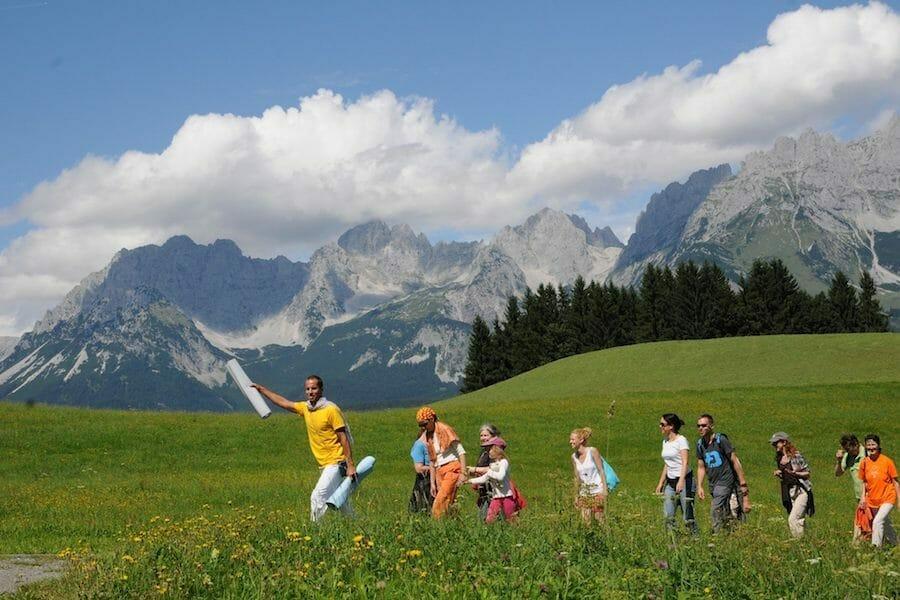 "<div style=""font-family: catamaran; color:#ffffff"">Ashram: Sivananda Yoga Vedanta Seminarhaus</br><span style=""font-size: .8em"">Tyrol | Austria</span></div>"