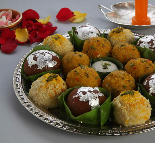 "<div style=""line-height: 1.3; color: #efa110; font-family: catamaran;"">Indian Cooking for the <span style=""display: inline-block;"">Festive Season</span></br>with Neeti</div>"