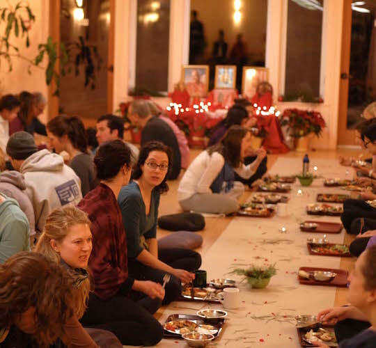 "<div style=""line-height: 1.3; color: #efa110; font-family: catamaran;"">Thanksgiving Celebration:</br>« Gratitude »</br>with Swami Satyapremananda</div>"