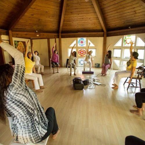 "<div style=""line-height: 1.3; color: #efa110; font-family: catamaran;"">Chair Yoga Training</br></span>with Michael Hutkins (Anjaneya)</span></div>"